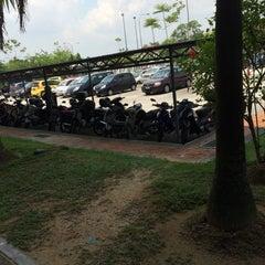 Photo taken at Kompleks Pejabat Kerajaan Daerah Petaling (Pejabat Daerah Petaling) by Wan L. on 5/13/2015