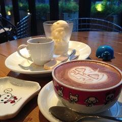 Photo taken at カフェ ゼノン (CAFE ZENON) by Jina P. on 10/6/2012