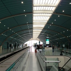 Photo taken at 磁悬浮龙阳路站 Maglev Train Longyang Road Station by Leo T. on 1/20/2013