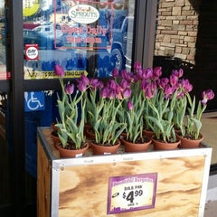 Photo taken at Sprouts Farmers Market by Leilani on 2/27/2015