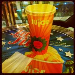 Photo taken at Juice Works by Nizam y. on 10/26/2012