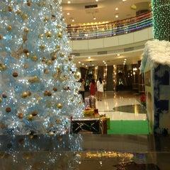 Photo taken at Plaza Athénée Bangkok, A Royal Méridien Hotel by 🇬🇧mikeBKK_Life🇬🇧 on 12/22/2012