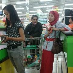 Photo taken at Giant by Nenesha Fathiah A. on 7/3/2012