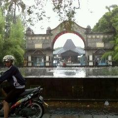 Photo taken at Taman Hiburan Rakyat Sriwedari by Razorblur F. on 4/15/2012