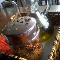 Photo taken at Pomodori Pizza by Fernanda R. on 4/17/2012