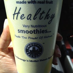 Photo taken at The Smoothie Factory by Nisha H. on 3/27/2012