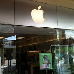 Photo taken at Apple Store, Corte Madera by Rob C. on 8/14/2012