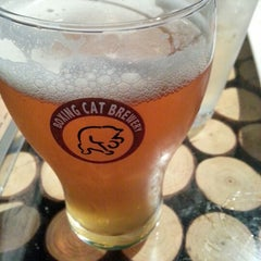 Photo taken at 拳击猫餐厅 | Boxing Cat Brewery by Cai C. on 8/18/2012