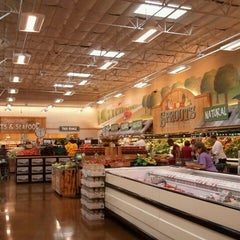 Photo taken at Sprouts Farmers Market by Betty L. on 6/11/2012