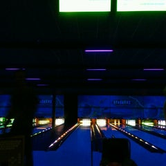 Photo taken at Strikerz Entertainment Center by Kellie C. on 8/26/2012