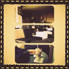 Photo taken at Gloria Jean's Coffee by Ajeng A. on 7/8/2012
