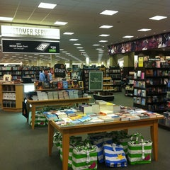 Photo taken at Barnes & Noble by Jaeheon H. on 6/25/2012