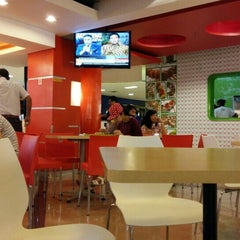 Photo taken at The Food Sensation by Antoni J. on 7/30/2015