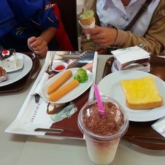 Photo taken at ระเบียงสบาย (Library Café) by `ѕтғernх ★ on 9/10/2014