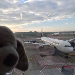 Photo taken at Gate B33 by Stéphanie D. on 10/29/2015