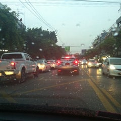 Photo taken at แยกวังหิน (Wang Hin Intersection) by Sorn P. on 9/10/2015