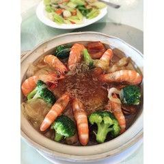 Photo taken at Restoran Pekin 北京楼 by Summer Y. on 4/18/2015