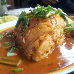Photo taken at Restoran Kari Kepala Ikan Kampung Pandan by Dzul A. on 9/19/2012