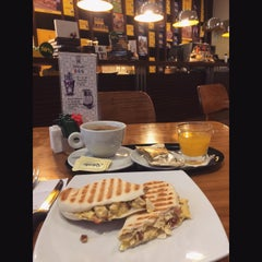 Photo taken at Havanna Café by Alejandra S. on 4/18/2015