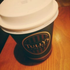 Photo taken at TULLY'S COFFEE 横浜相鉄ジョイナス店 by Chisato Y. on 12/21/2014