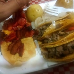 Photo taken at Tacos Palomo by Dave F. on 9/13/2014