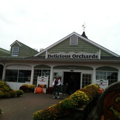 Photo taken at Delicious Orchards by Caitlin D. on 10/27/2012
