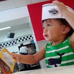 Photo taken at Steak 'n Shake by Davith K. on 9/23/2013