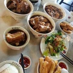 Photo taken at 宝香绑线肉骨茶 (Pao Xiang Bak Kut Teh) by JenJen L. on 8/18/2013