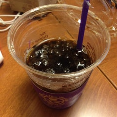 Photo taken at The Coffee Bean & Tea Leaf by 현진 강. on 4/3/2014