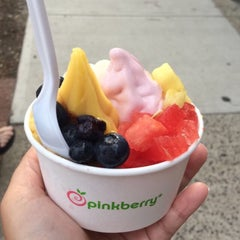 Photo taken at Pinkberry by Mary Rose J. on 6/30/2015