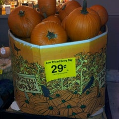 Photo taken at Fred Meyer by Gavin Wee on 10/6/2012