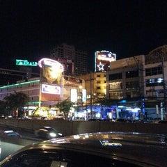 Photo taken at แยกห้วยขวาง (Huai Khwang Intersection) by Eddie C. on 7/8/2013