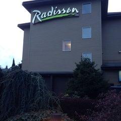 Photo taken at Radisson Hotel Portland Airport by JoséAndrés P. on 3/30/2014