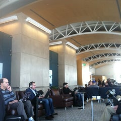Photo taken at American Airlines Admirals Club by Porfirio P. on 11/16/2012
