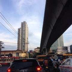 Photo taken at แยกพระโขนง (Phra Khanong Junction) by Wuttinan W. on 12/5/2014