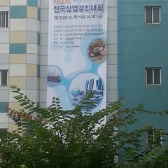 Photo taken at 덕수고등학교 by Kwangkyu L. on 9/11/2013