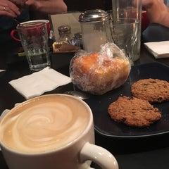 Photo taken at Rockn' Joe Coffeehouse & Bistro by Mari Y. on 4/26/2016