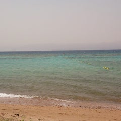 Photo taken at South Beach - Aqaba by Einz on 4/14/2013