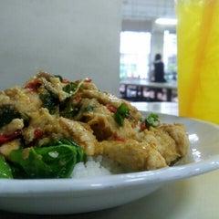 Photo taken at โรงอาหารอาคารมหิตลาธิเบศร (Mahit. Bldg. Canteen) by supawadee p. on 9/18/2015