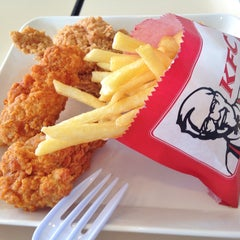 Photo taken at KFC (เคเอฟซี) by NAMTARN on 1/4/2015