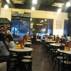 Photo taken at OldTown White Coffee by anwar 🎸 on 12/8/2012