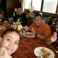 Photo taken at แว่นฟ้าราชวงษ์ (Wan Fah Restaurant) by Stefanus B. on 6/2/2015