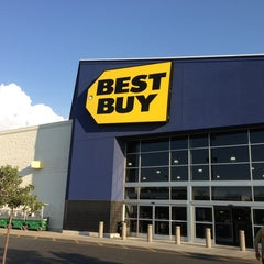 Photo taken at Best Buy by Filip P. on 7/19/2013