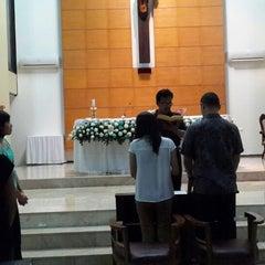 Photo taken at Gereja Kristus Salvator by Shinta A. on 5/5/2014