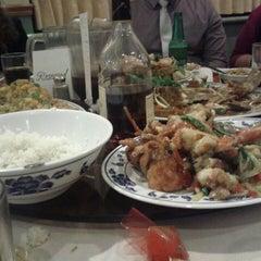 Photo taken at U Garden Chinese Restaurant by Chris G. on 10/27/2013