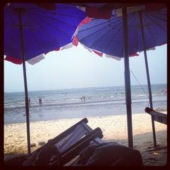 Photo taken at หาดบางแสน (Bang Saen Beach) by Gambit S. on 3/15/2013