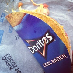 Photo taken at Taco Bell by Toshi ⚾. on 3/10/2013