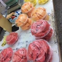 Photo taken at 蜜世界 Fruit Market by Justin X. on 4/27/2014