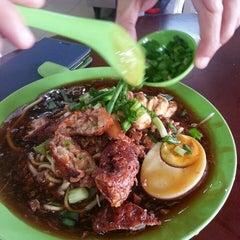Photo taken at Kedai Makan Sow Mui by Mrej U. on 5/9/2014