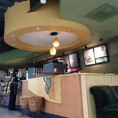 Photo taken at Starbucks by Roberto K. R. on 3/26/2013